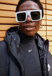 Nike Sportswear - MOCK TOP - Topper langermet - black/white - 2