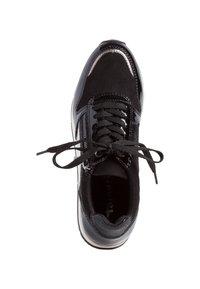 Tamaris - Sneakers laag - black patent - 1