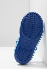 Crocs - CROCBAND KIDS UNISEX - Sandały kąpielowe - cerulean blue/ocean - 5
