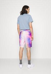 Calvin Klein Jeans - PRIDE SHORT UNISEX - Shorts - multicoloured - 2