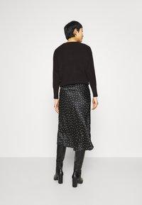 Abercrombie & Fitch - MIDI SKIRT - A-line skirt - black - 2