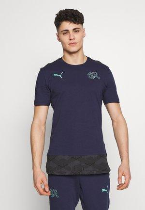 SCHWEIZ SFV CASUALS TEE - Print T-shirt - peacoat/green