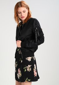 Alpha Industries - Bomber Jacket - black/chrome - 0