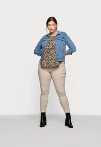 Vero Moda Curve - VMHOT SOYA JACKET - Denim jacket - light blue denim - 1