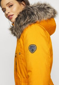 ONLY Petite - ONLIRIS - Parka - golden yellow - 4