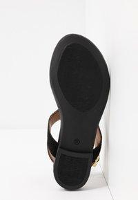 Copenhagen Shoes - JENNA - Sandalias de dedo - black - 6