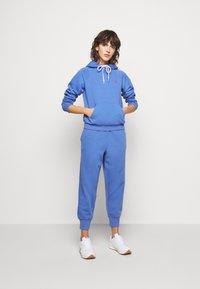 Polo Ralph Lauren - SEASONAL - Tracksuit bottoms - resort blue - 1