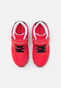 Champion - LOW CUT SHOE ERIN UNISEX - Sports shoes - red - 3