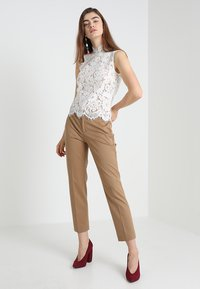IVY & OAK - STAND UP COLLAR - Blouse - snow white - 1