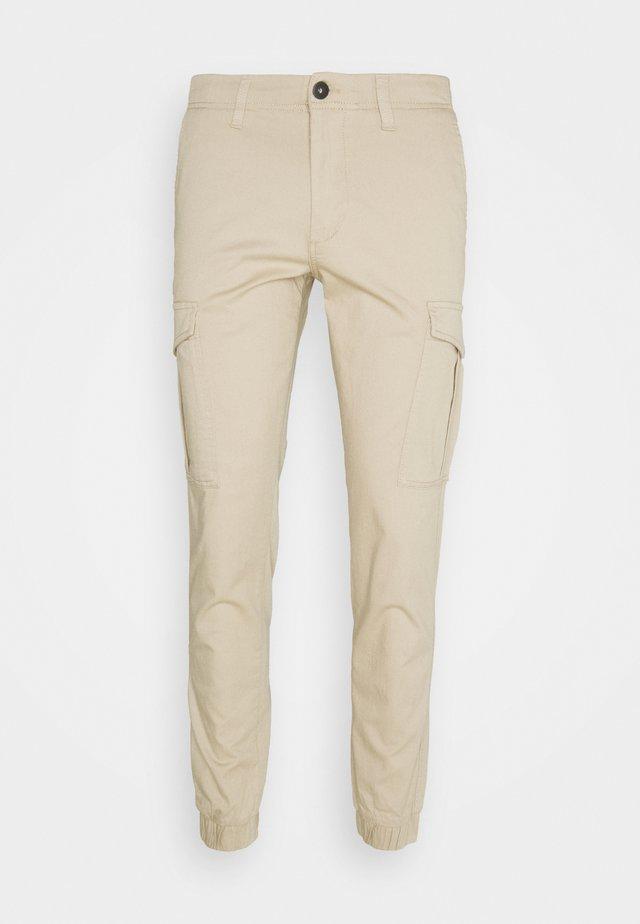 JJIMARCO CUFFED  - Pantaloni cargo - white pepper