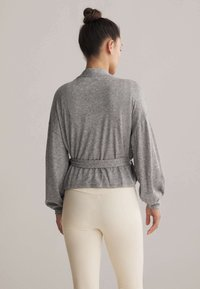 OYSHO - WRAP - Cardigan - light grey - 2