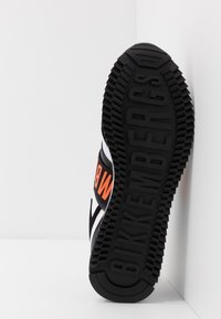 Bikkembergs - HALED - Półbuty wsuwane - black/white/orange - 4