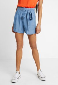 Vero Moda - VMMIA LOOSE SUMMER - Shortsit - light blue denim - 0