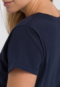 Cross Jeans - MIT ARM - Print T-shirt - navy - 4