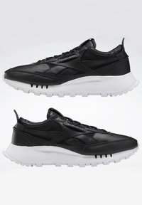 Reebok Classic - CLASSIC LEATHER LEGACY SHOES - Baskets basses - black - 9