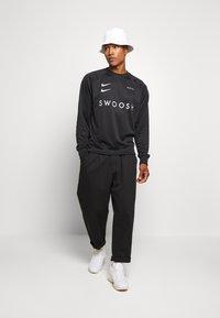 Nike Sportswear - CREW - Top sdlouhým rukávem - black/white - 1