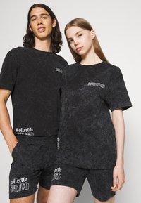 Common Kollectiv - WASHED TWINSET UNISEX - T-shirt imprimé - black - 3