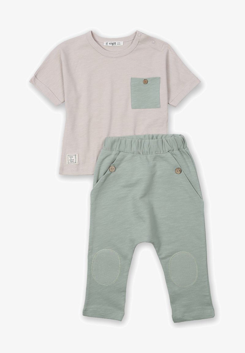 Cigit - ARRAY PATCHED POCKET - Trousers - beige