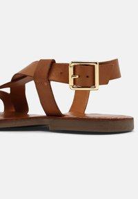 Copenhagen Shoes - MARI - Sandaalit nilkkaremmillä - cognac - 5