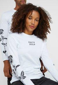 Pier One - UNISEX - Långärmad tröja - white - 4