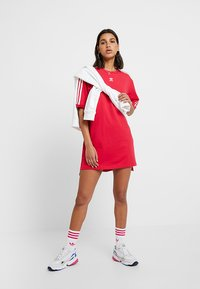 adidas Originals - TEE DRESS - Freizeitkleid - energy pink - 1