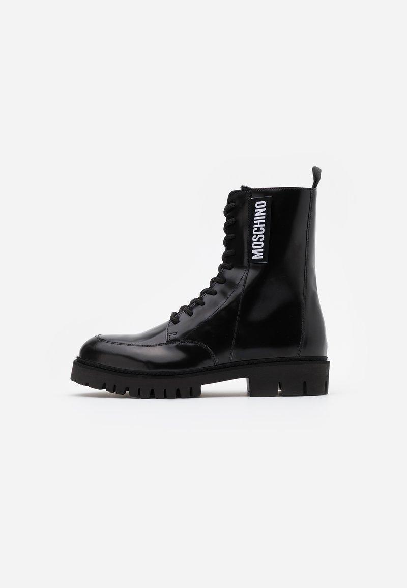 MOSCHINO - Šněrovací kotníkové boty - nero