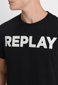 Replay - Camiseta estampada - black - 4