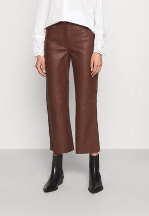 SHEENA WIDE LEG POCKETS  - Pantalon en cuir - chocolate plum