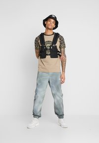 Wood Wood - HAMPUS TROUSERS - Tracksuit bottoms - army - 1