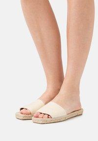 JUTELAUNE - VEGAN  - Pantofle - sand - 0