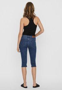Vero Moda - VMSEVEN  - Denim shorts - medium blue denim - 2