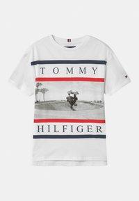 Tommy Hilfiger - PHOTO PRINT  - T-shirt imprimé - white - 0