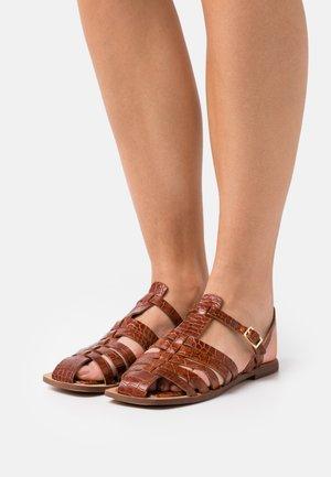 SUKI - Sandales - tawny