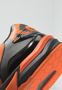 Kempa - ATTACK CONTENDER CAUTION  - Handball shoes - fresh orange/black - 5