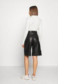 Monki - LENNIE CULOTTE - Pantalones - black dark - 2