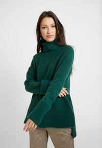 Vero Moda - VMIVA ROLLNECK - Trui - hunter green/melange - 0