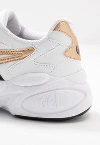 ASICS SportStyle - GEL-BND - Sneakersy niskie - white/champagne - 2