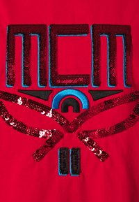 MCM - COLLECTION SHORT SLEEVES TEE - T-shirts med print - red - 2