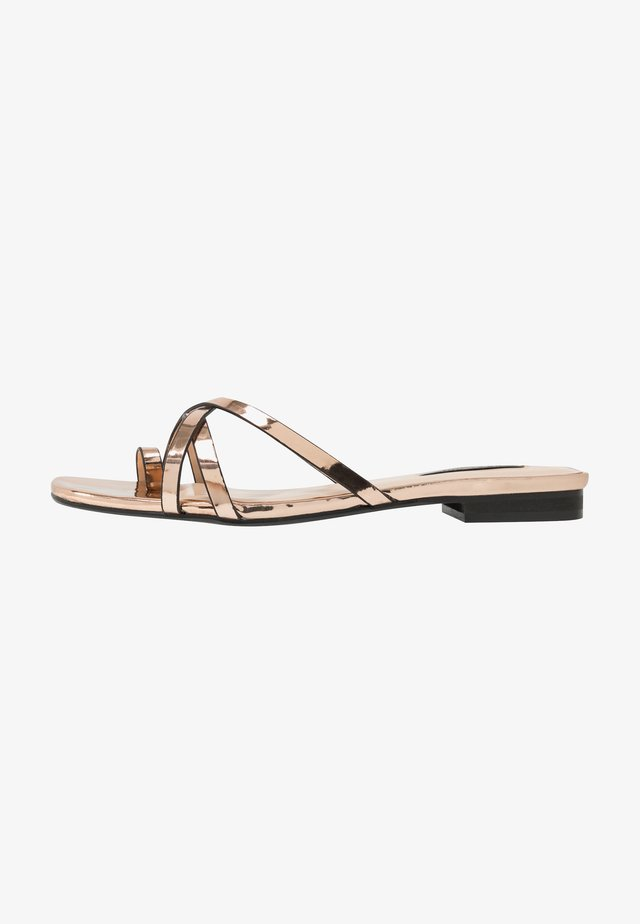 TOE POST STRAPPY  - Sandaler m/ tåsplit - rose gold