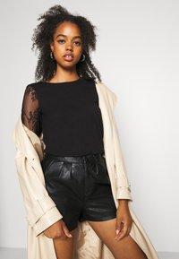 Molly Bracken - Shorts - black - 3