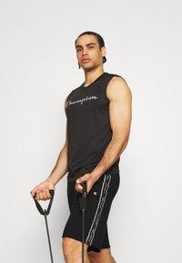 Champion - SHORTS - Sportovní kraťasy - black - 3