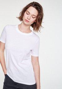 ARMEDANGELS - LIDAA  - Basic T-shirt - white - 0