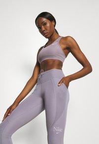 Nike Performance - FEMME FAST - Legging - violet haze/venice - 3