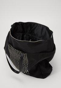 Versace Jeans Couture - SHOPPING BAG STUDDED - Velká kabelka - nero - 2