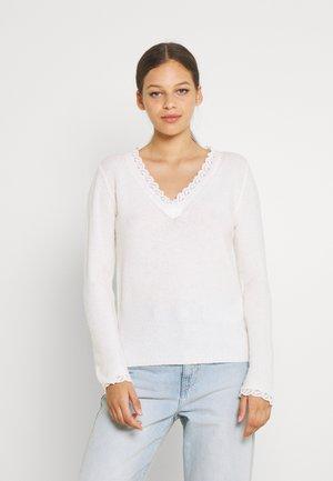 VILALA V NECK - Jumper - white alyssum