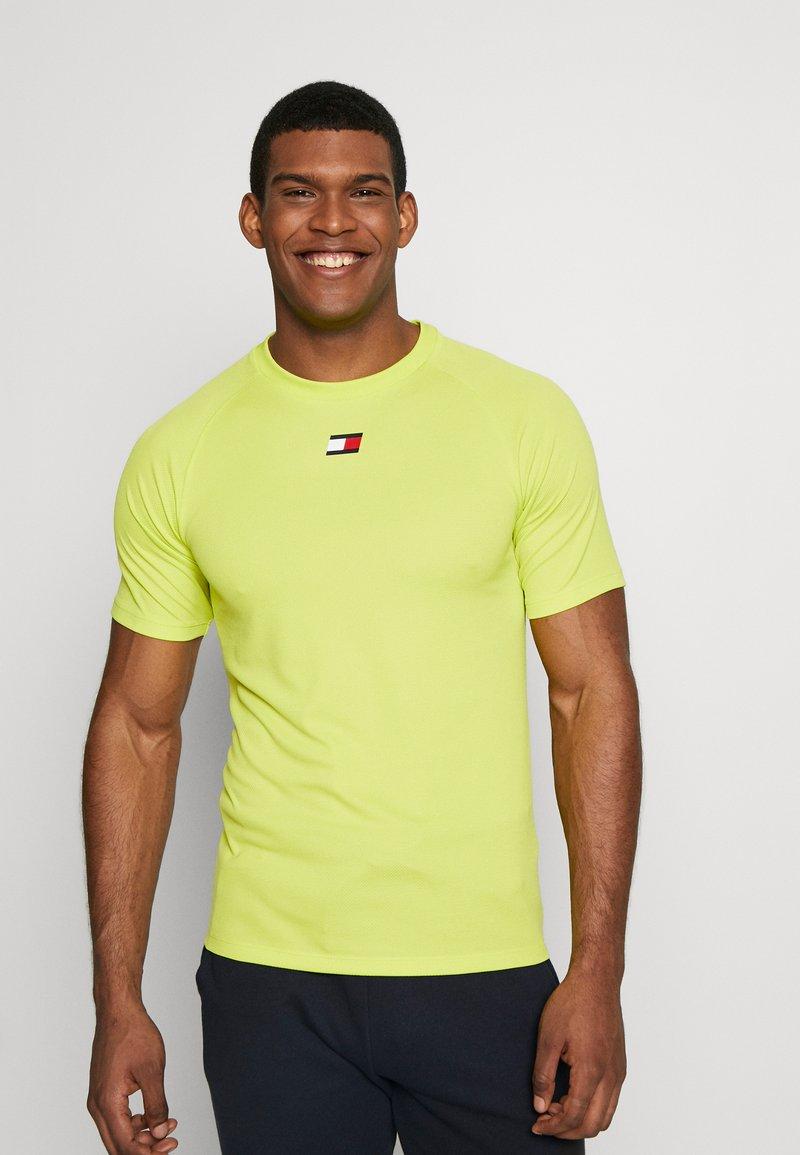 Tommy Sport - TRAINING CHEST LOGO  - Print T-shirt - green