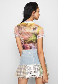 Jaded London - WITH CONTRAST FONT SCENIC PRINT - Print T-shirt - multi - 2