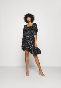 Vero Moda - VMLINEA MINI DRESS - Denní šaty - black - 1