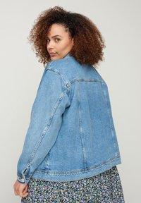 Zizzi - Denim jacket - light blue - 2