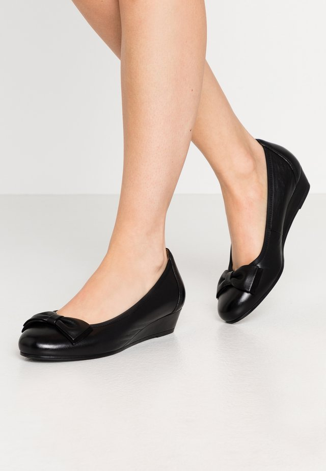 COURT SHOE - Cuñas - black